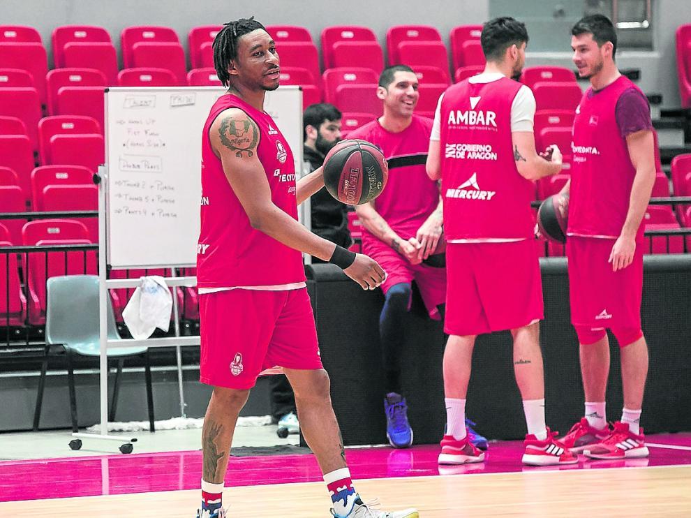 Stan Okoye, durante un entrenamiento del Tecnyconta Zaragoza
