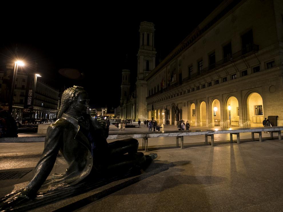 La basílica del Pilar, sin iluminación durante la 'Hora del planeta'