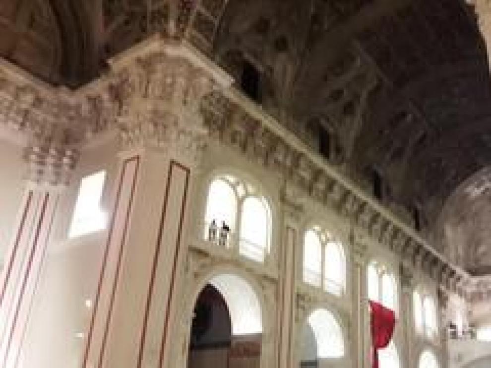 El cardenal Omella bendijo ayer la talla en una iglesia de Santiago llena de fieles.