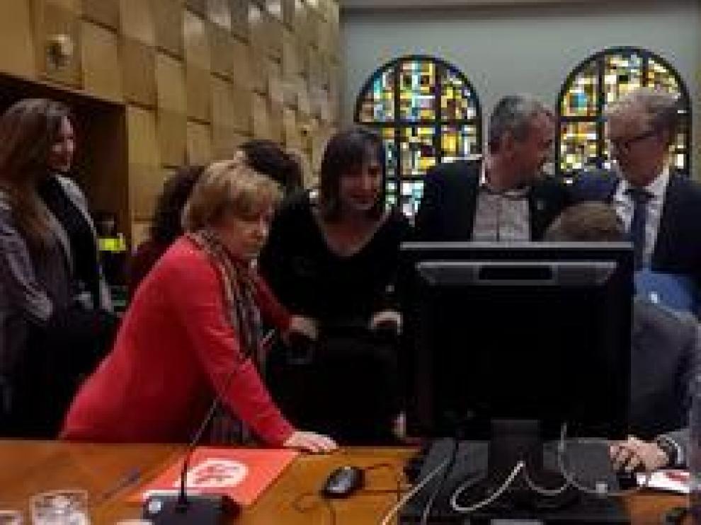 El Ayuntamiento de Zaragoza ha procedidos, este lunes,  al sorteo electrónico para elegir a las 7.893 personas que conformarán las 877 Mesas Electorales de las próximas Elecciones Generales el 28 de abril.