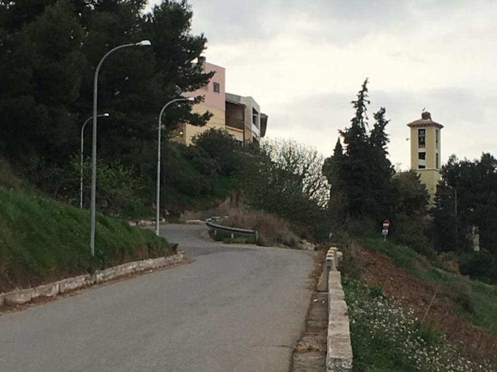 Imagen de la carretera que da acceso al núcleo de Miralsot.