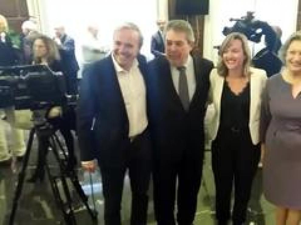 La labor de Luisa Fernanda Rudi y Juan Alberto Belloch, ex alcaldes de la capital aragonesa, ha sido reconocida en la entrega de los Premios ´3 de abril`, otorgados por la Asociación de Exconcejales Democráticos de Zaragoza.