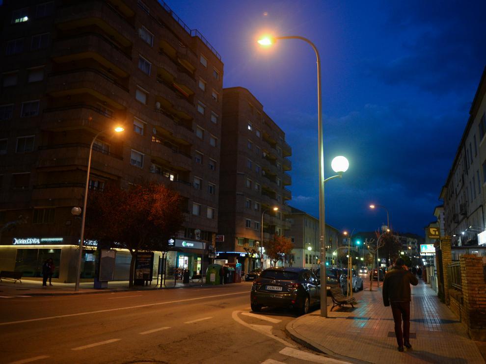 Las luminarias esféricas de la Avenida de Sagunto, entre las primeras que se renovarán.