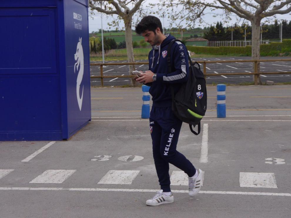 Gonzalo Melero, antes de subirse al autobús para quedar concentrado con sus compañeros en el hotel Pedro I.