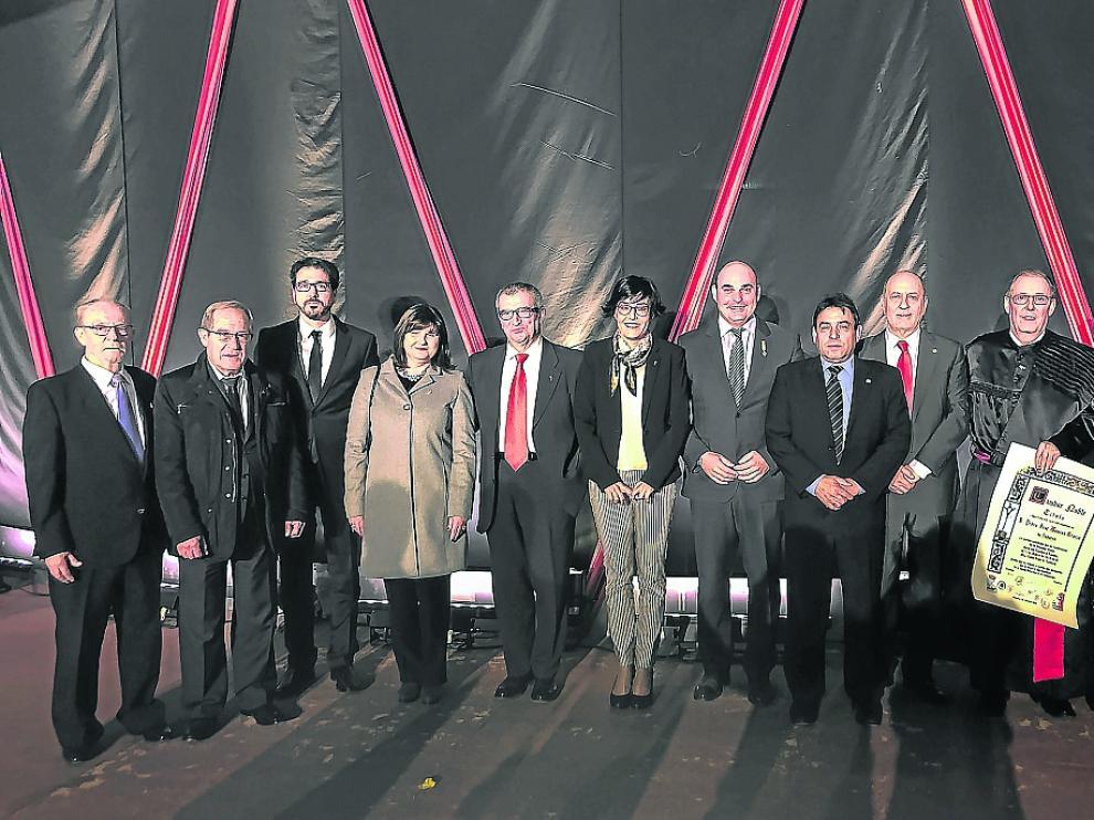 Alcaldes de los nueve pueblos, junto al presidente de la Ruta y los premiados.