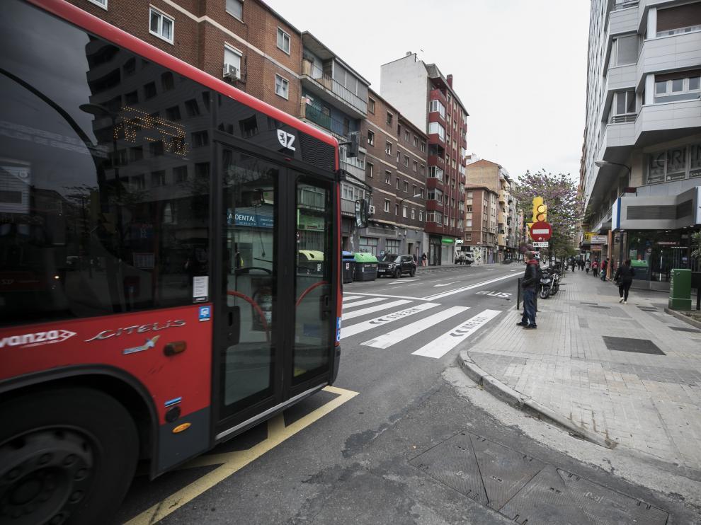 El accidente se produjo en este paso de cebra de la avenida de Valencia de Zaragoza el 11 de marzo de 2016.