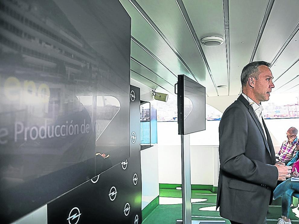 Ignacio Bueno, en la presentación del Opel Combo en Vigo, cuyo puerto es vital para la exportación.