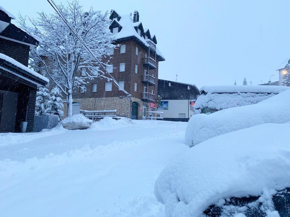 Imágenes de las nevadas caídas este sábado.