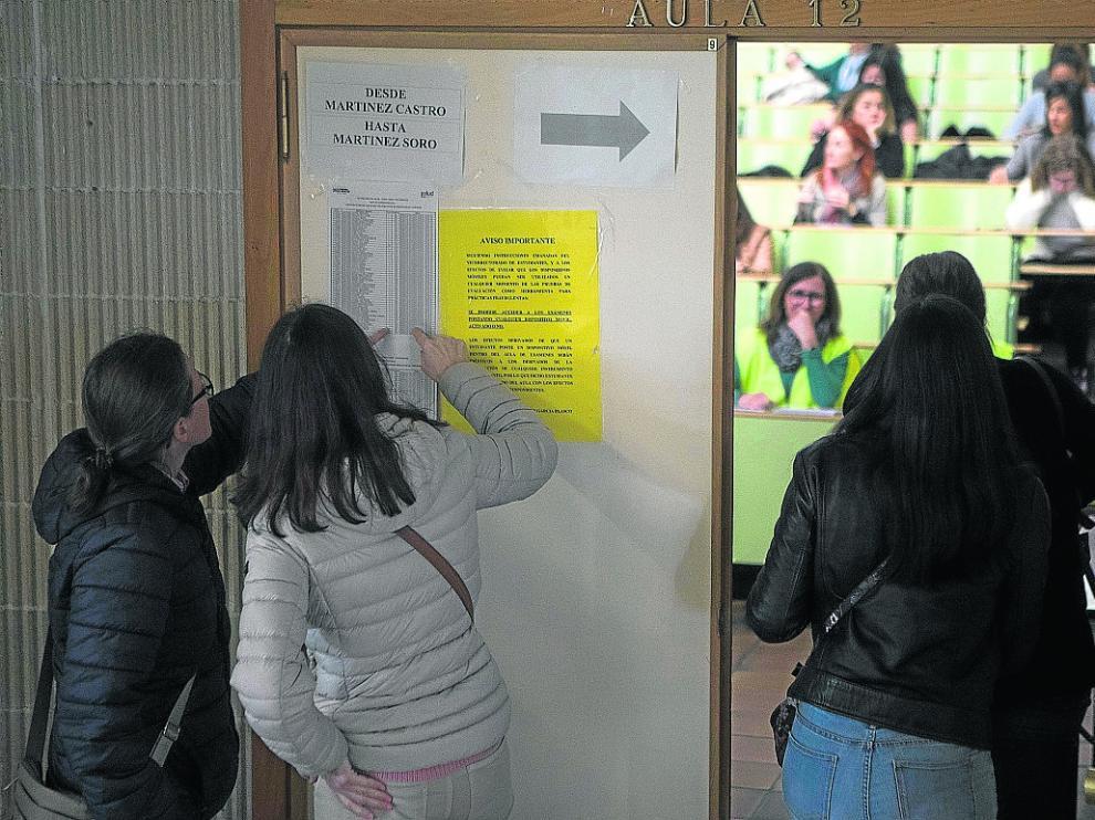 Los opositores tuvieron que distribuirse entre los campus Actur y San Francisco.