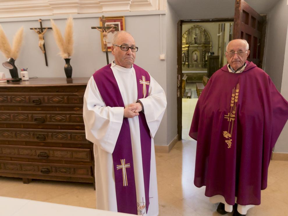 Carmelitas descalzos en misa en la iglesia de Santa Teresa / 9-4-19 / Foto Rafael Gobantes [[[FOTOGRAFOS]]]