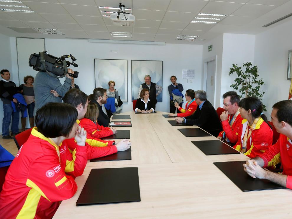 La consejera de Educación, Cultura y Deporte del Gobierno de Aragón, Mayte Pérez, ha felicitado personalmente al equipo aragonés.