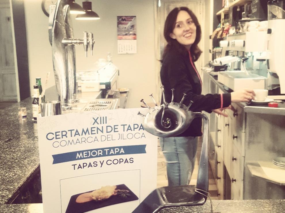 Isabel regenta el bar Tapas y Copas, ganador del concurso.