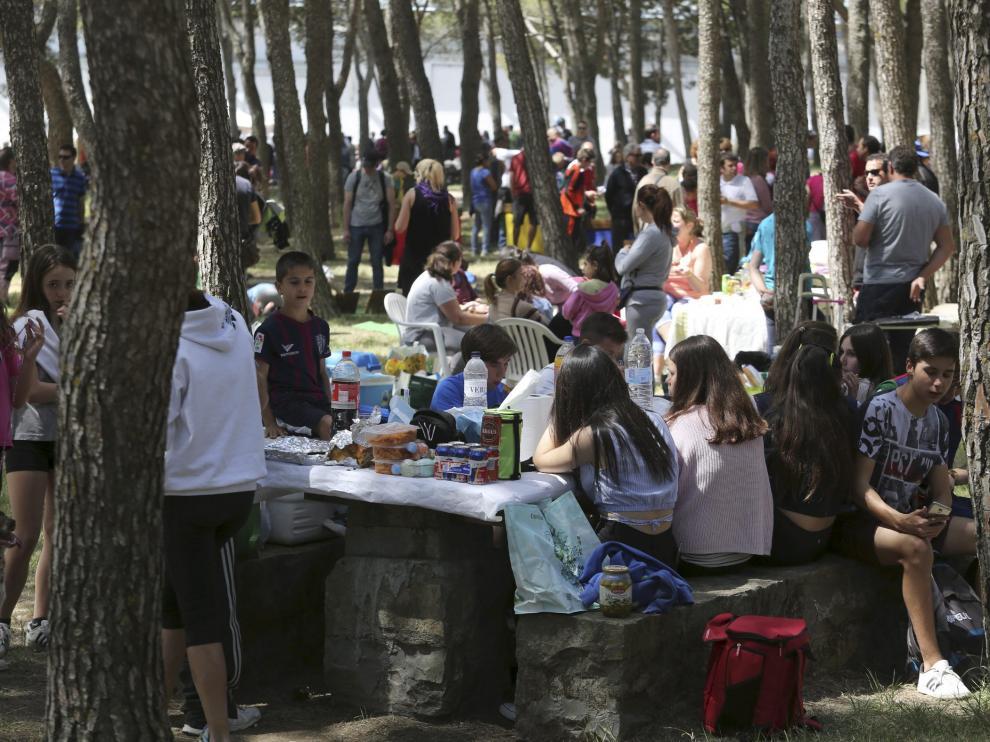 Fiesta en el cerro de San Jorge de Huesca el 23 de abril.