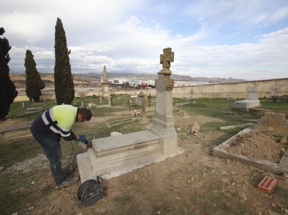 Imagen de archivo de las obras de rehabilitación del cementerio de Las Mártires de Huesca.