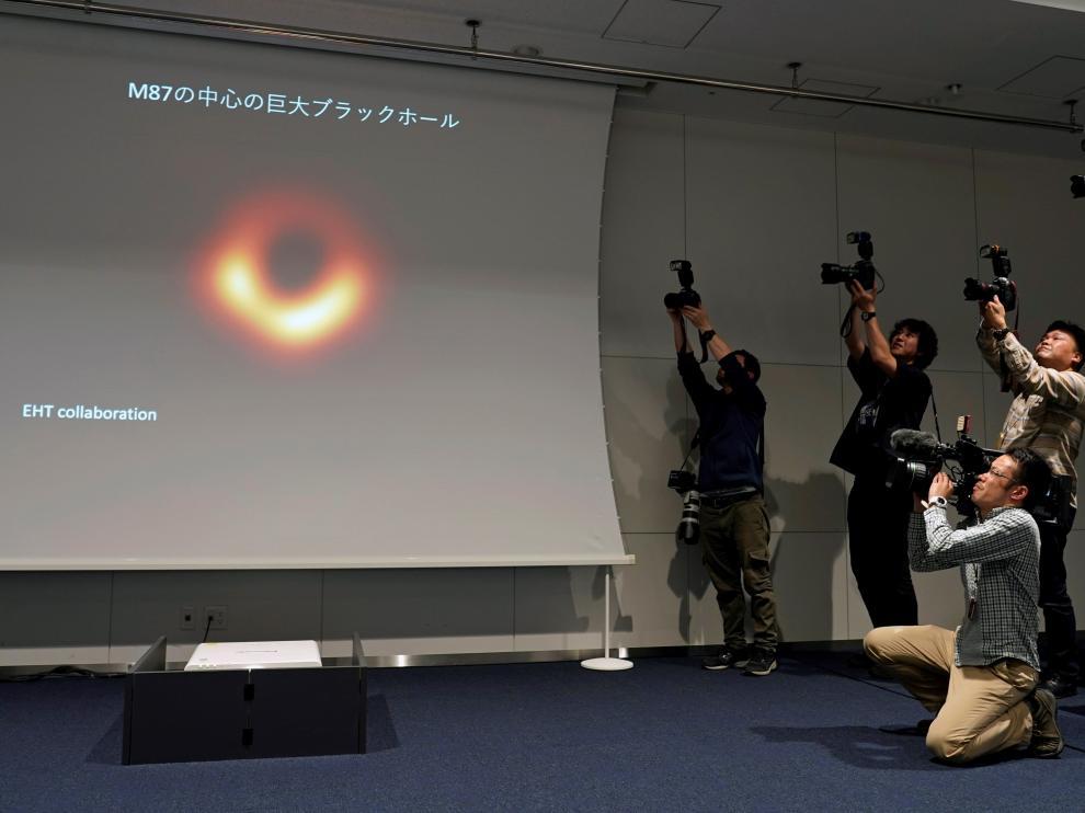 Presentación de la primera foto de un agujero negro.