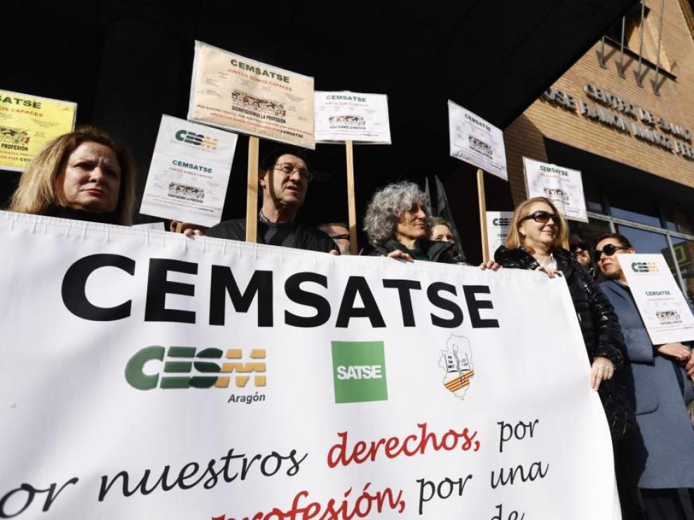 Una protesta de médicos y enfermeras en Zaragoza.