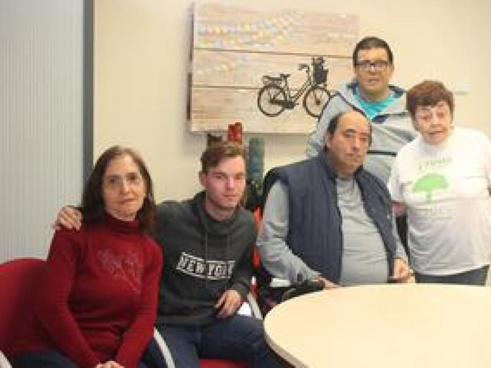 Pilar, Lourdes, Óscar, Manolo y Alejandro cuentan sus razones para participar en estos comicios, que son para más de 4.000 discapacitados intelectuales en Aragón los primeros con el derecho a voto reconocido.