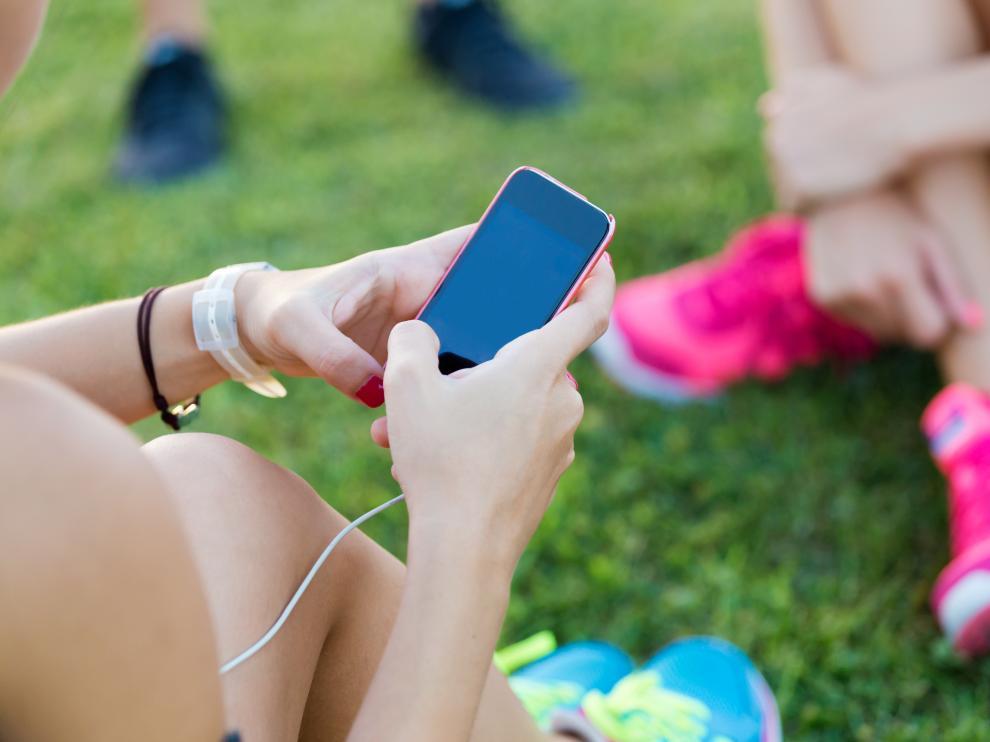El móvil les permite acceder con facilidad a gran cantidad de contenidos en internet  para los que los chavales no están preparados