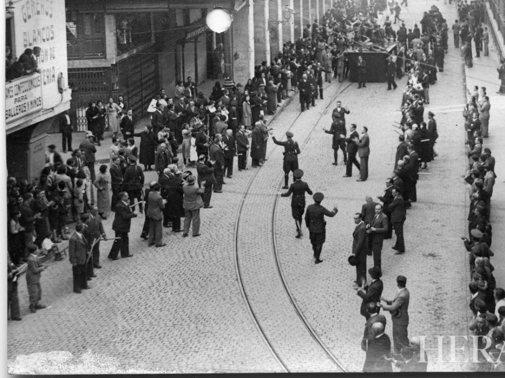 Semana Santa en Zaragoza en 1935. Procesión de Viernes Santo con huelga de terceroles.