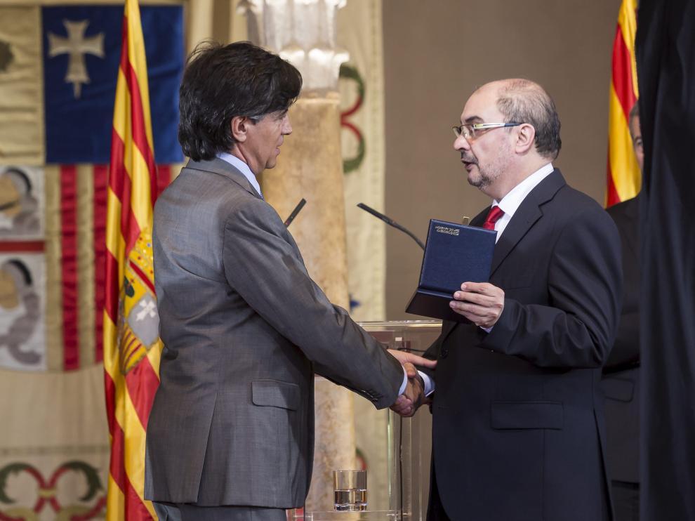 López-Otín y Lambán, durante la entrega del Premio Aragón 2016.