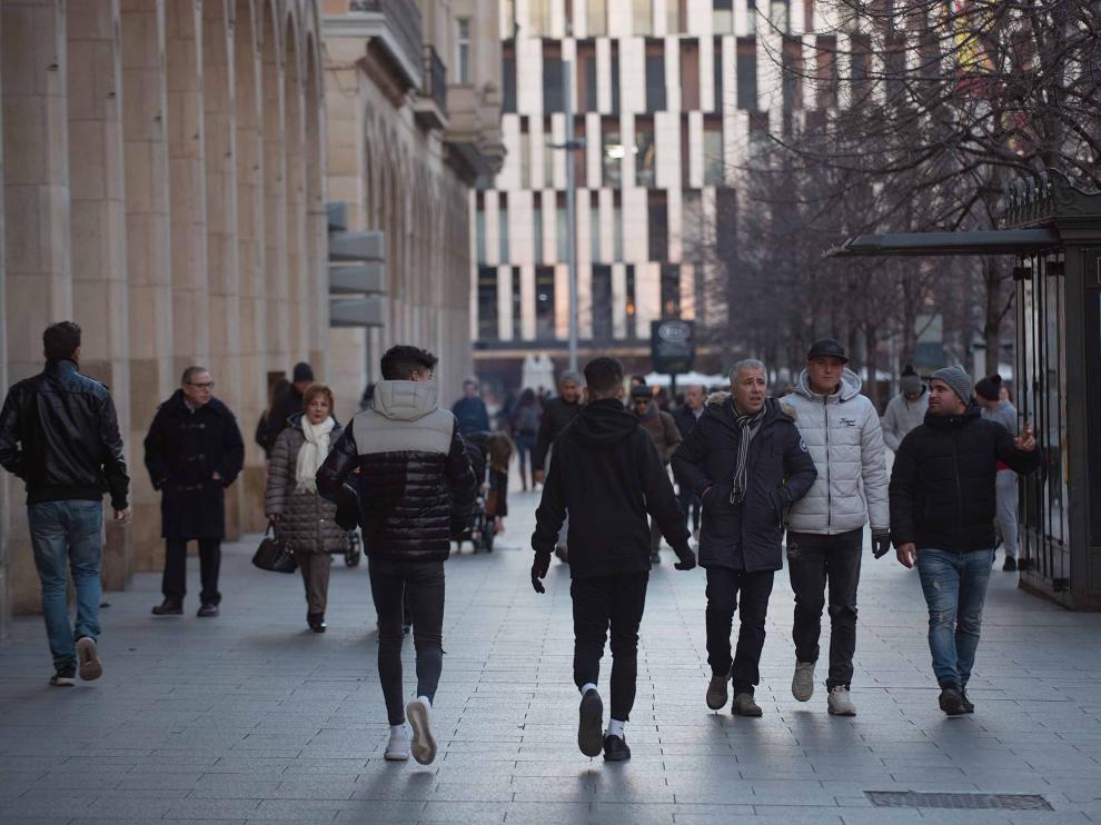 Tránsito peatonal en el paseo Independencia de Zaragoza.