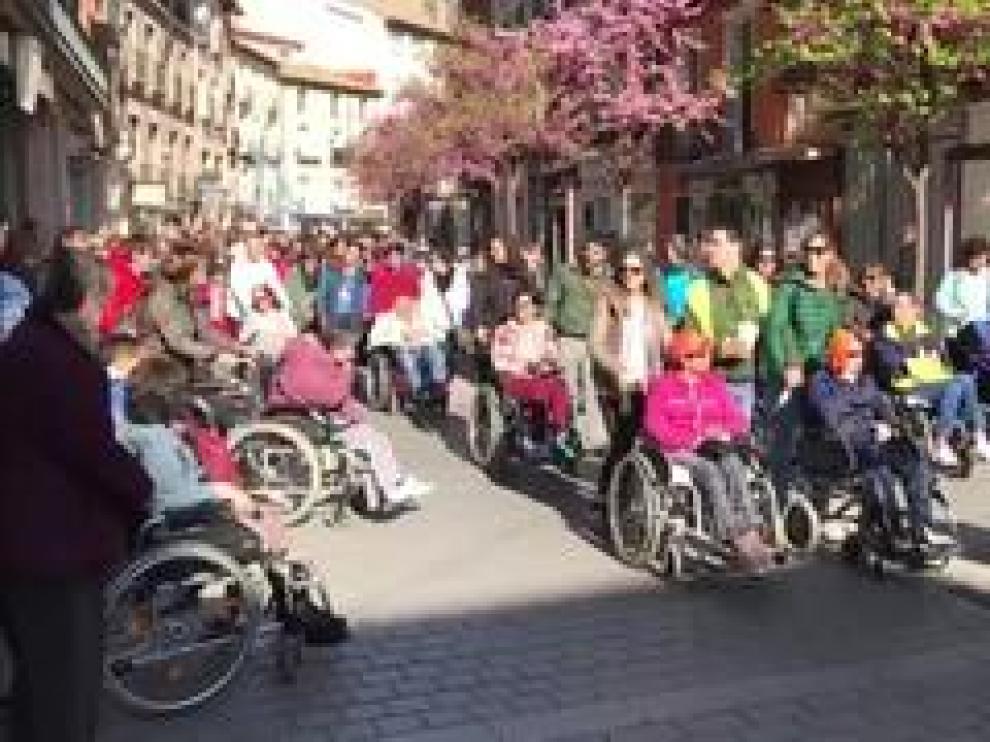 1.800 escolares han participado este viernes en Huesca en una marcha de apoyo a las personas con discapacidad.