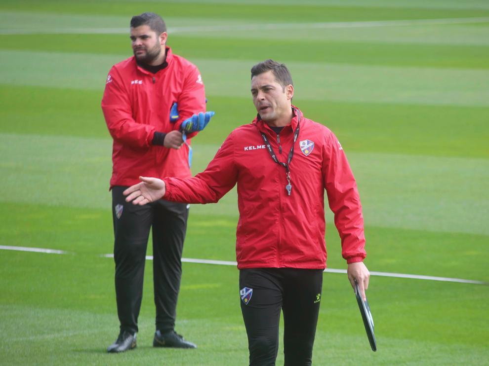 El técnico de la SD Huesca, Francisco Rodríguez, durante un entrenamiento.