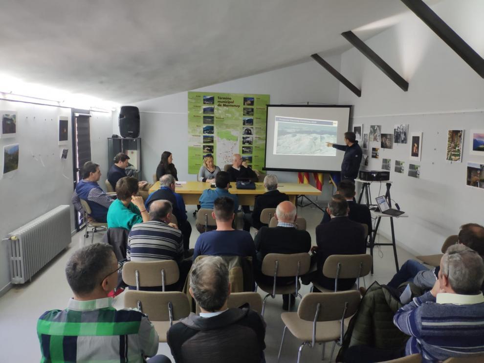 Imagen de la reunión de los accionistas de Aramón con los propietarios de Castanesa.