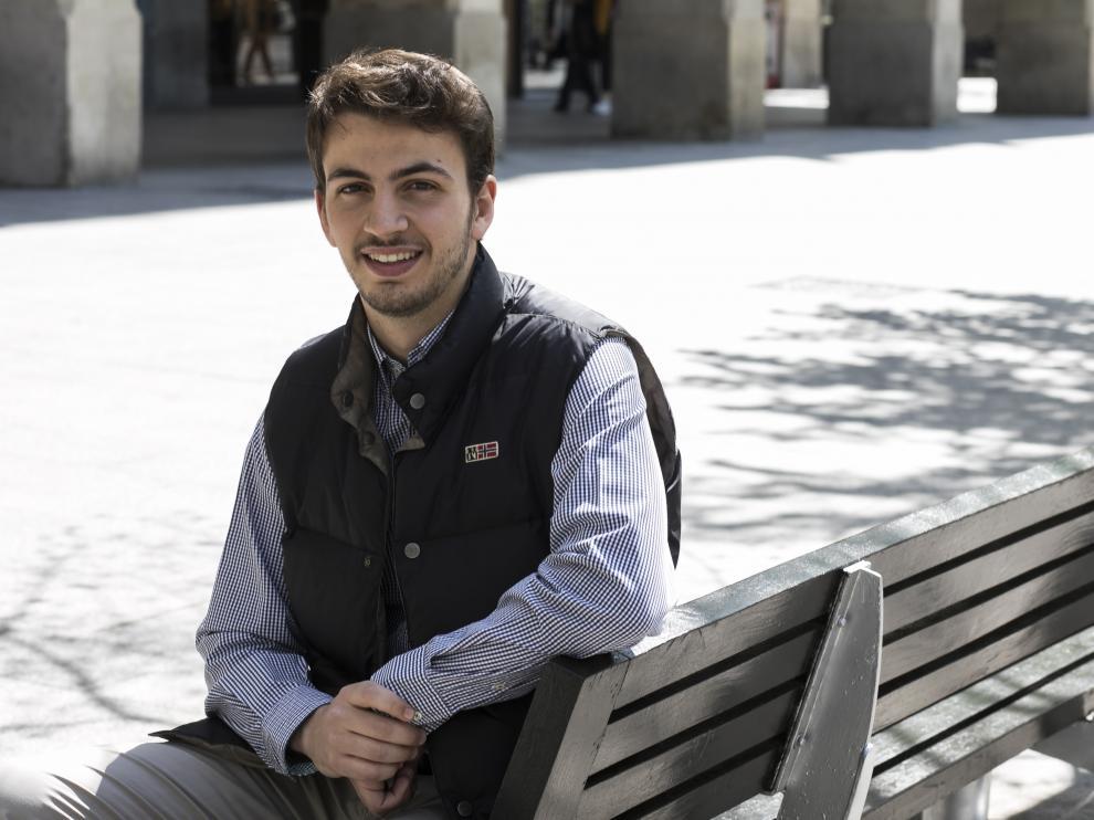 Sergio Pérez, en el paseo de la Independencia de Zaragoza, quiere emanciparse desde que encontró un trabajo de fin de semana.