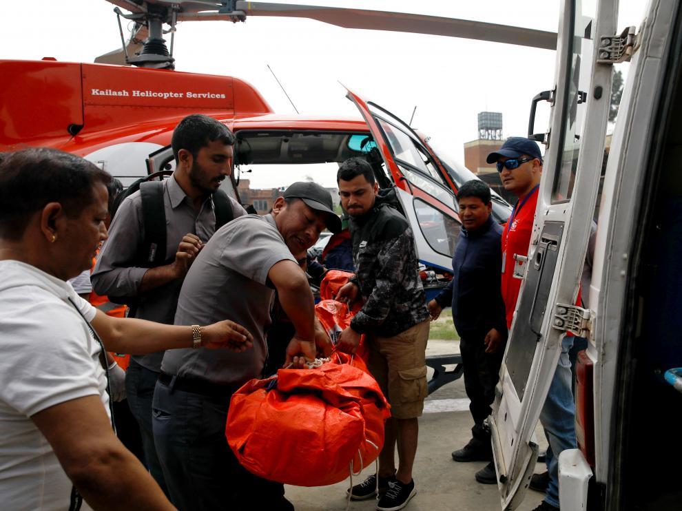 Al menos tres muertos en un accidente de avión en Lukla (Nepal).