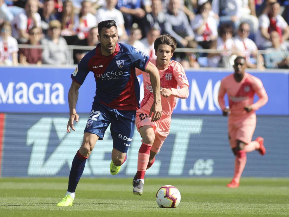 Enric Gallego, delantero de la SD Huesca, durante el partido con el Barcelona.