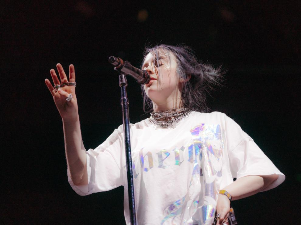 Billie Eilish durante su concierto en Coachella.