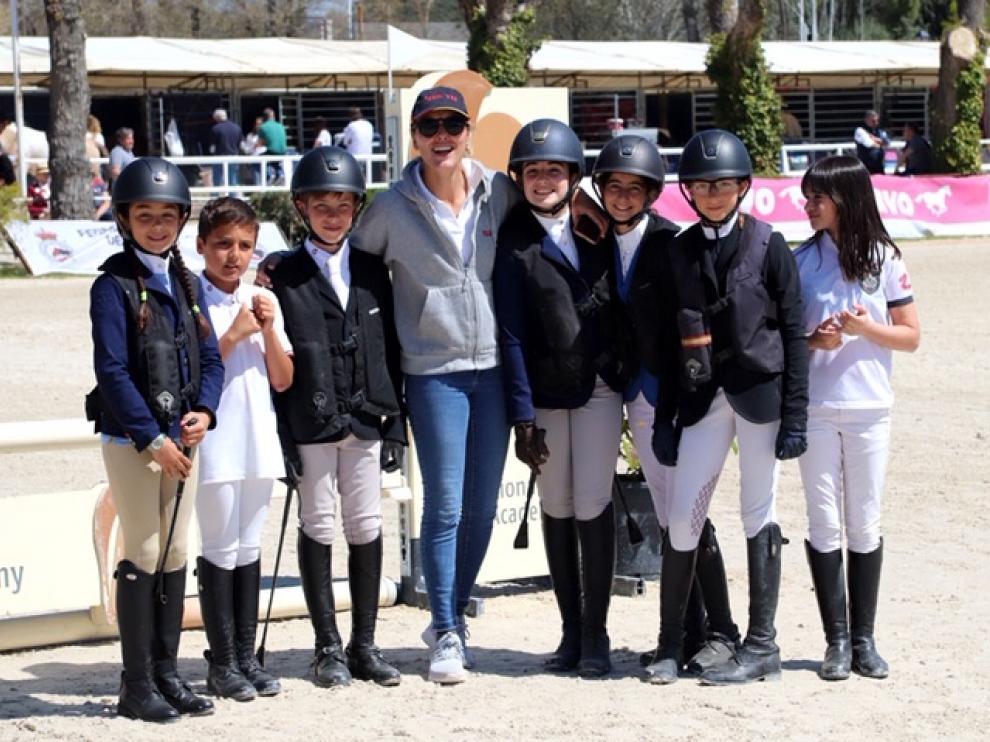 Competidores del Pony Club Aragón en la entrenadora, Belén Conde