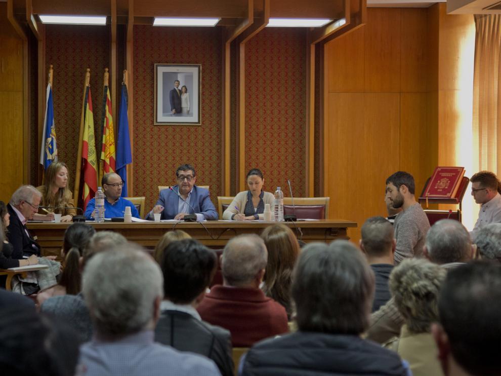 Pleno extraordinario celebrado ayer en Épila en el que se rechazó la reprobación del alcalde