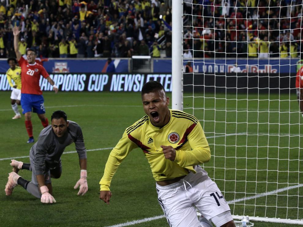 Cucho celebra un gol marcado a Costa Rica con la selección absoluta.