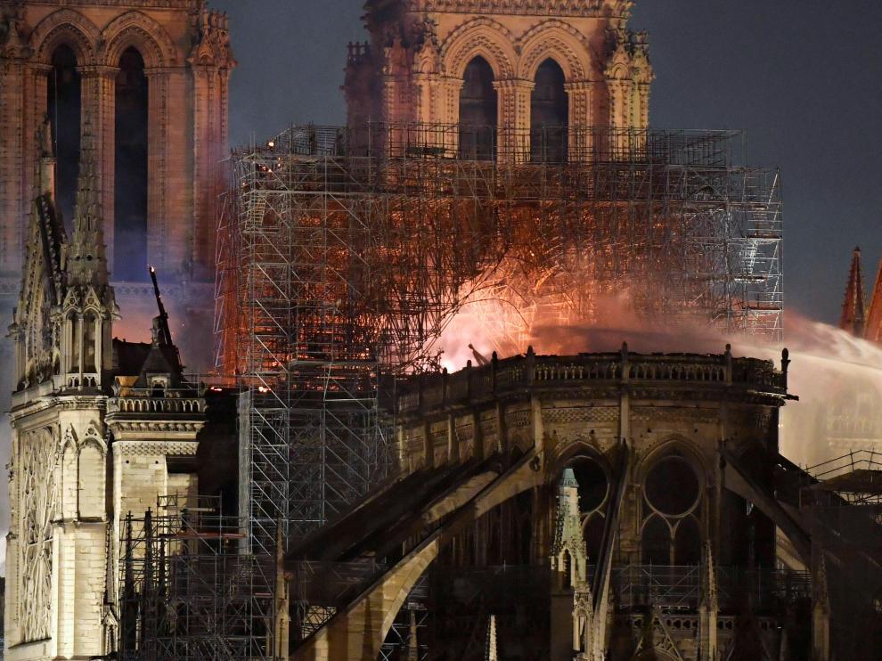 Devastador incendio en la catedral de Notre Dame de París.