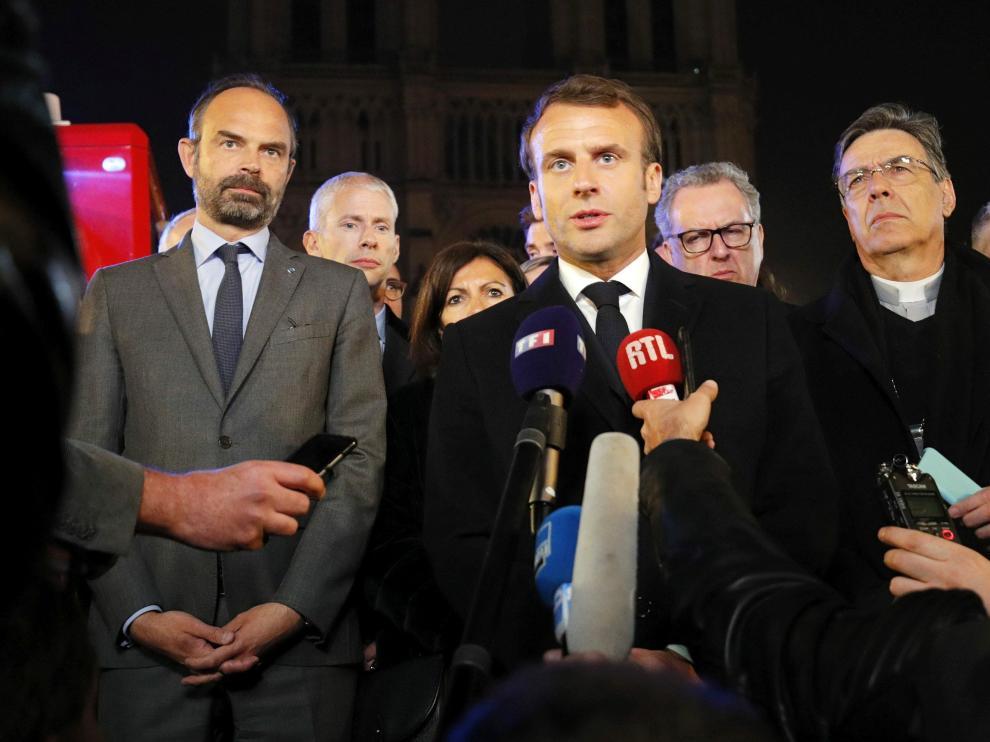 El presidente francés, Emmanuel Macron, durante su intervención ante los medios tras el incendio en la catedral de Notre Dame de París.