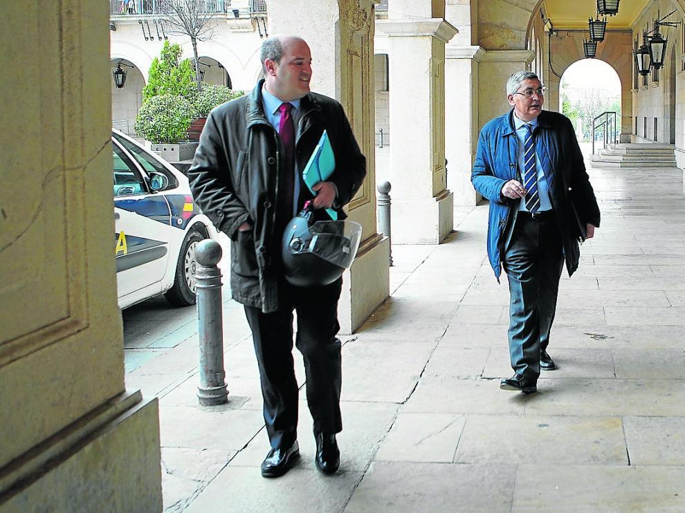 jose Antonio Perez Cebrian, director de caja rural de Teruel acude adeclarar en los juzgados de Teruel acusado de delito societario en laconstruccion de dos residencias de ancianos. Foto Antonio Garcia/Bykofoto [[[FOTOGRAFOS]]]