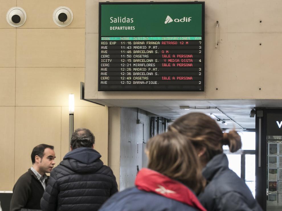 Viajeros en la Estación Delicias de Zaragoza.