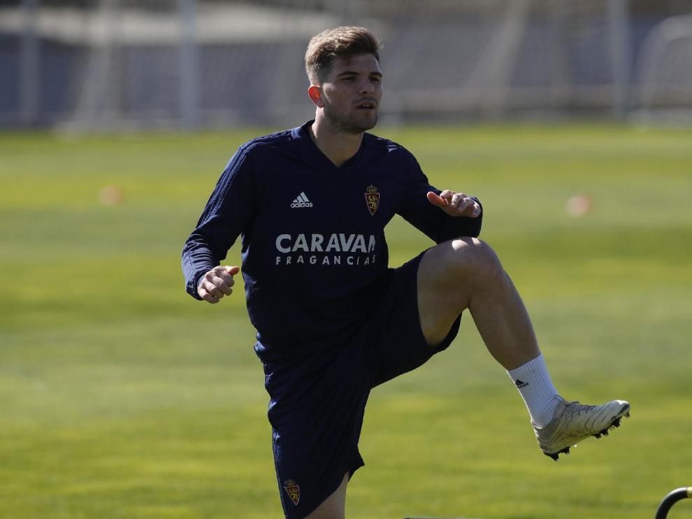 Raúl Guti se ejercita al inicio del entrenamiento en la Ciudad Deportiva.