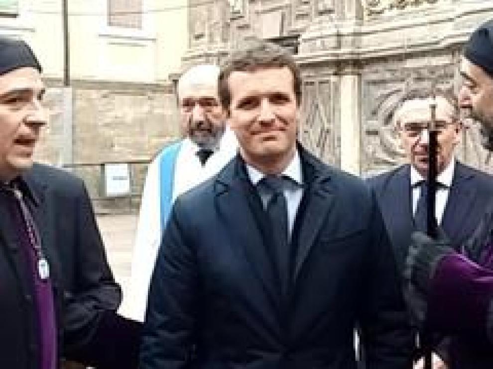 Asiste a la procesión del Santo Entierro en la capital aragonesa.