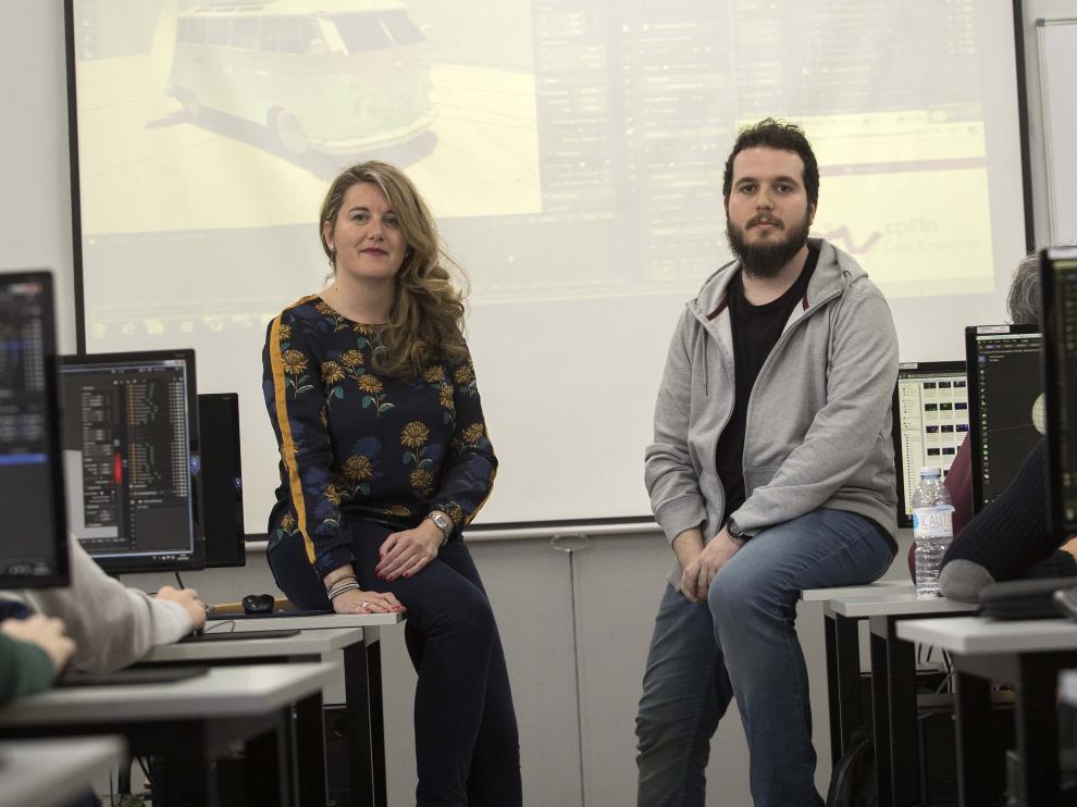 María Pilar Megino, directora del CPIFP Los Enlaces, y Athor Ortega, estudiante de FP