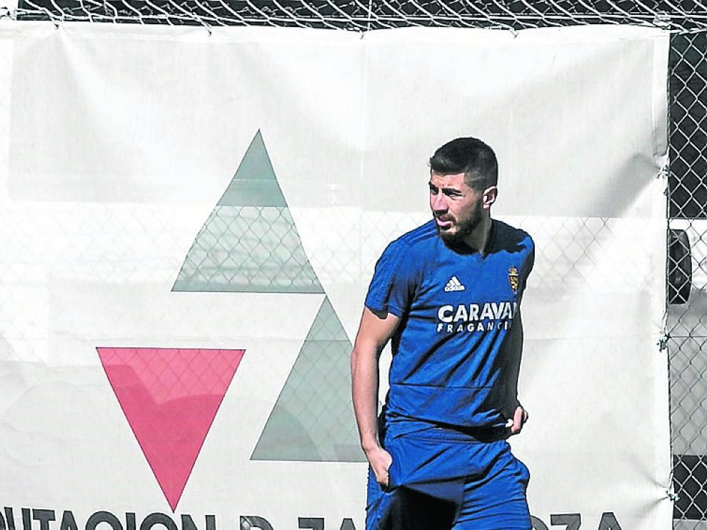 Papushvili camina hacia el gimnasio.