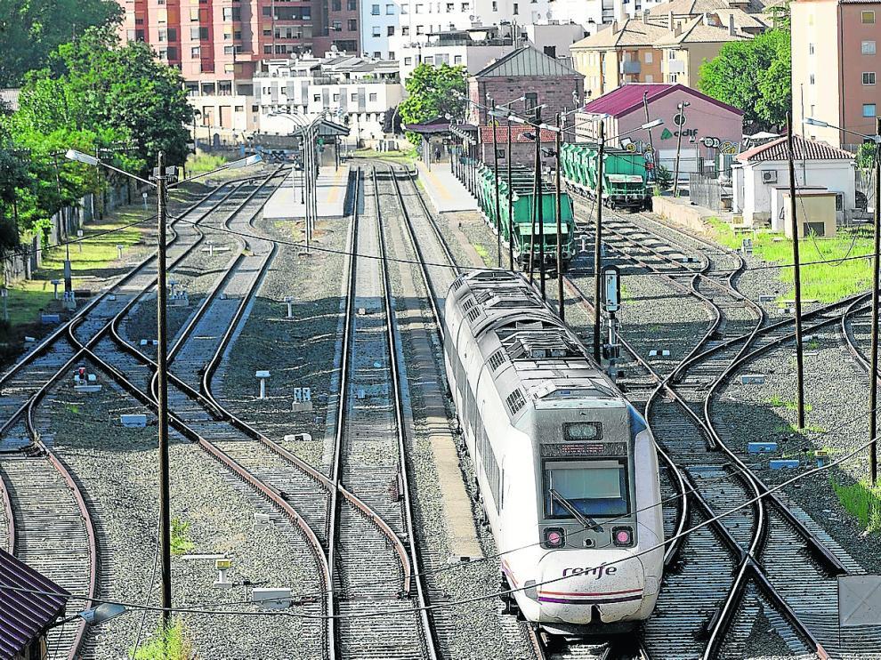 El Gobierno se ha comprometido a mejorar la línea Zaragoza-Sagunto con una inyección de 386 millones, pero su conversión en un corredor de altas prestaciones no ha pasado de un estudio informativo que se remonta a hace una década.