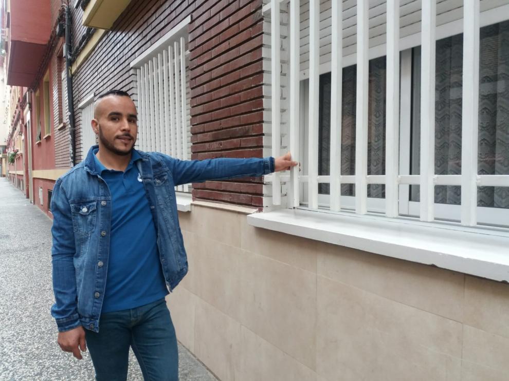 Mohamed Karzazi, el joven Spiderman, en el lugar del rescate