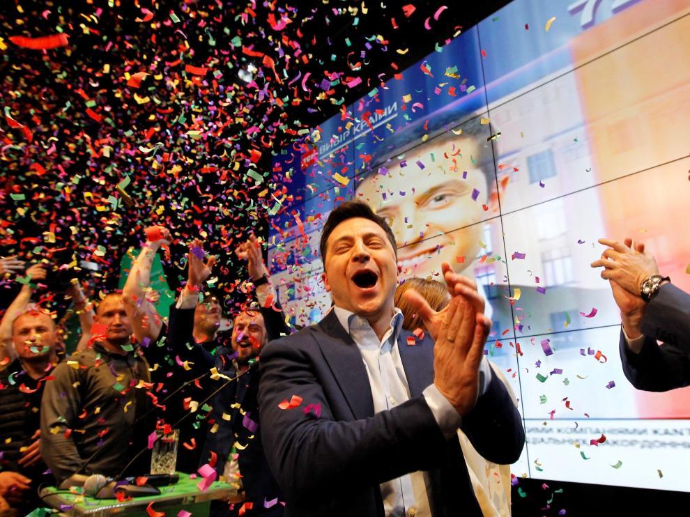 Volodimir Zelenski reacciona en la sede de su partido al resultado de las elecciones generales de Ucrania.