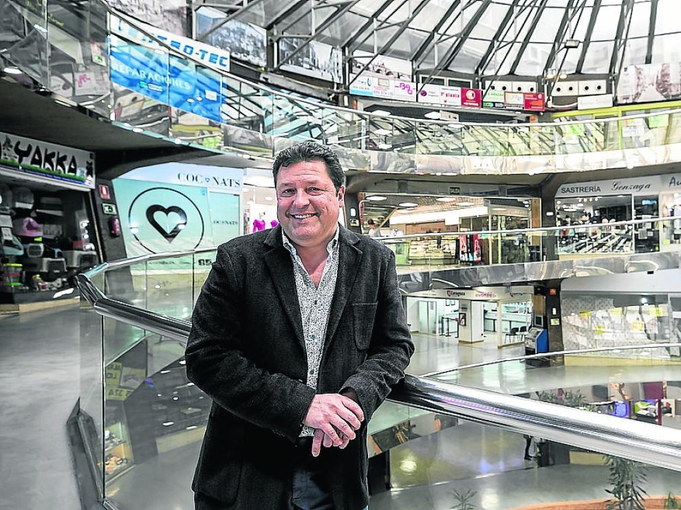 Compadre, presidente de la Asociación de Comerciantes del Centro Comercial Independencia.