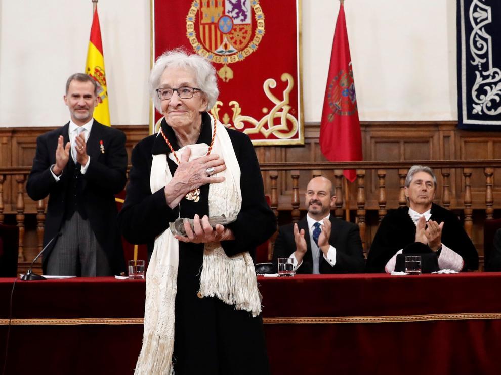 Ida Vitale recoge el premio Cervantes.