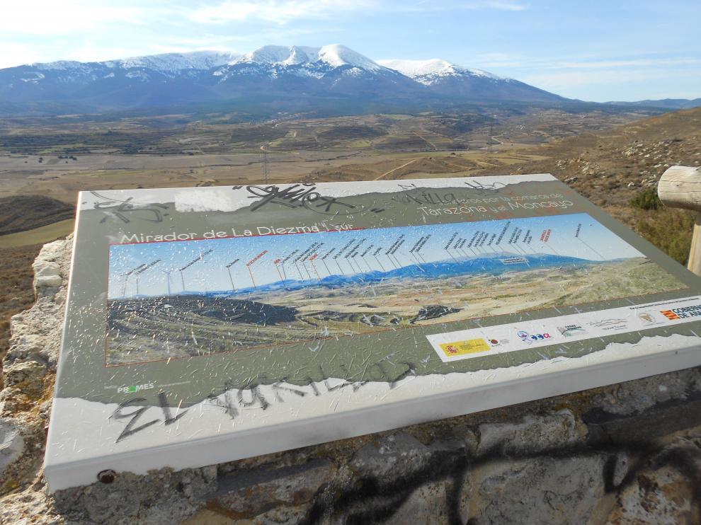 Panel explicativo en el Mirador de La Diezma, en Grisel.