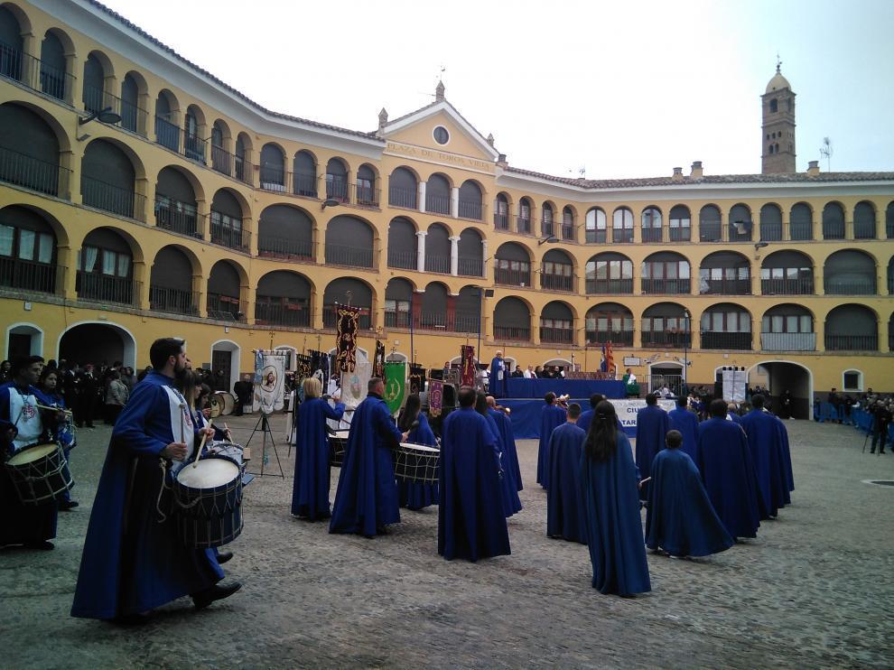 Actuación de la Hermandad de Nuestra Señora de la Piedad de Tarazona.